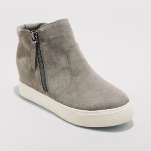 Universal thread grey booties new with tags